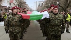 300-метрово българско знаме - достатъчно голямо, че да скрие истинските намерения на ,,патриотите''?