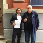 Интервюиращ и интервюиран – д-р Росен Спасов (вляво) и д.н. Петър Кърджилов пред сградата на Института за изследване на изкуствата в София